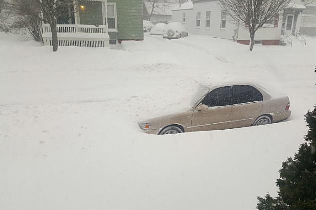 Car-Burried-in-Snow